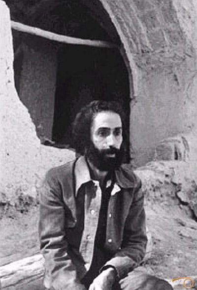 ترجمه شعر دیوار سهراب سپهری